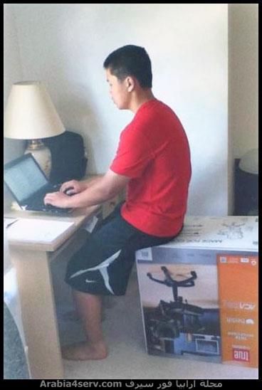 مكسل يطلع الكرسي من الكرتونة